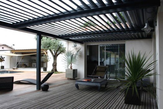 pergola aluminium un produit tendance pour un espace. Black Bedroom Furniture Sets. Home Design Ideas