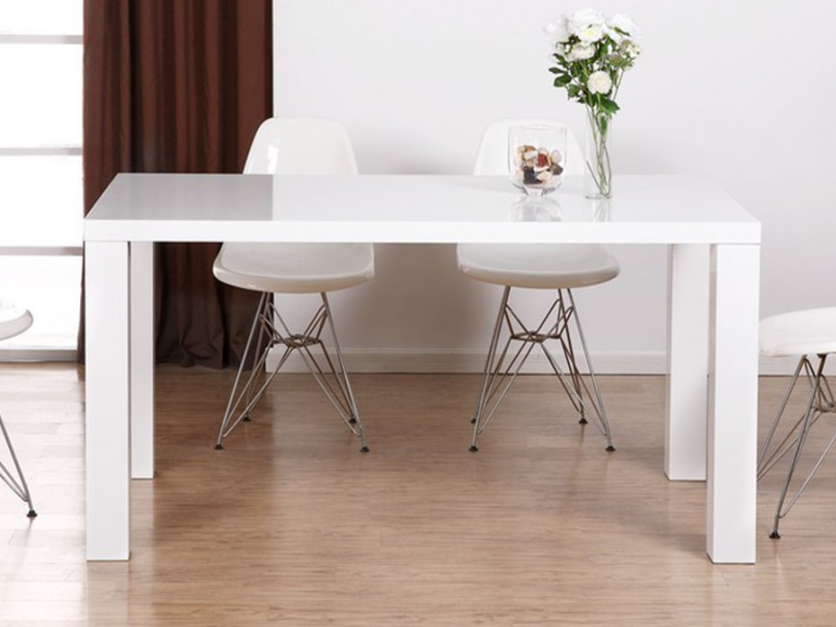 Bien choisir sa table de salle manger en fonction de ses for Table salle a manger qui ne prend pas de place